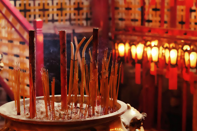 4-things-must-experience-hongkong_incensestick