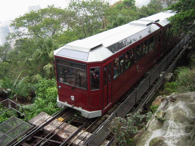 4-things-must-experience-hongkong_peaktram