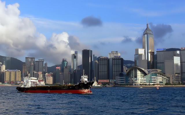4-things-must-experience-hongkong_starferry
